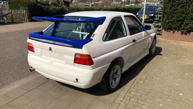 Escort Cosworth rally auto.